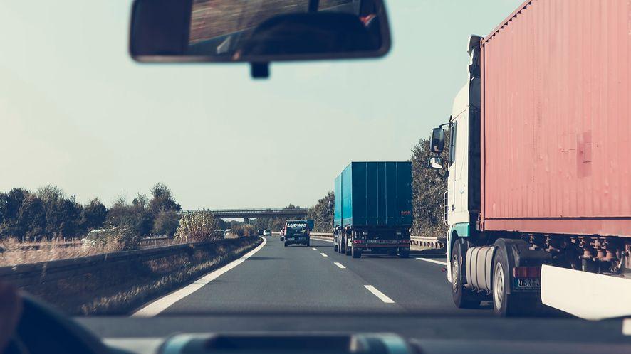 Wirtualne winiety: jak wygodnie płacić za autostrady w Europie