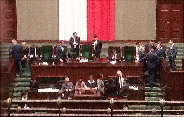 Ponad 130 posłów przesłuchanych ws. posiedzenia Sejmu w Sali Kolumnowej
