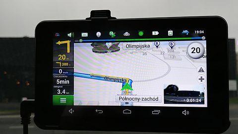 Navitel RE900 Combo – test samochodowej nawigacji, rejestratora i tabletu w jednym