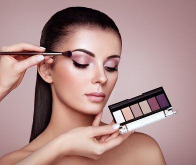 Kosmetyki w palecie to zestaw pasujacych do siebie kolorów np. cieni do powiek