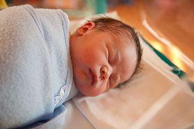 Zawijanie niemowląt w powijaki może być śmiertelnie niebezpieczne. Eksperci ostrzegają