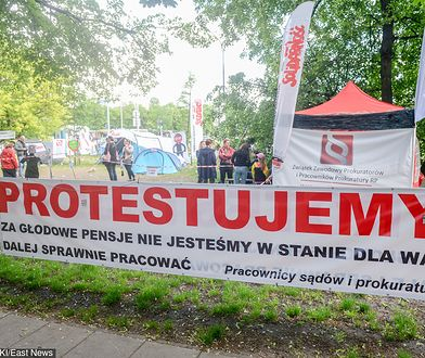 Protest pracowników sądów i prokuratury. 60 dni w miasteczku namiotowym