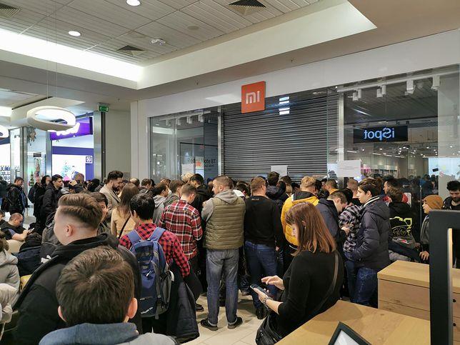 Warszawa. Tłumy w Galerii Mokotów na otwarciu sklepu Xiaomi