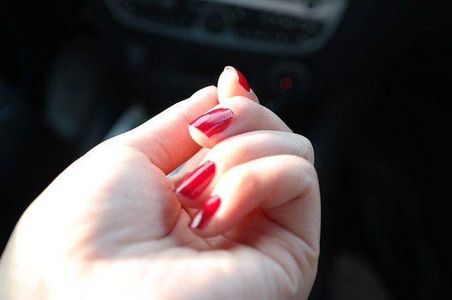 Zbyt szybko malujesz paznokcie