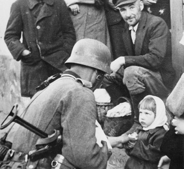 """""""Polskie obozy koncentracyjne"""" i antysemiccy partyzanci mordujący Żydów - tak Zachód widzi Polskę?"""