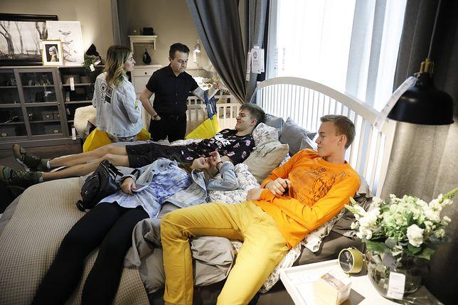 Tłoczenie się na jednym łóżku? W Ikei to możliwe!
