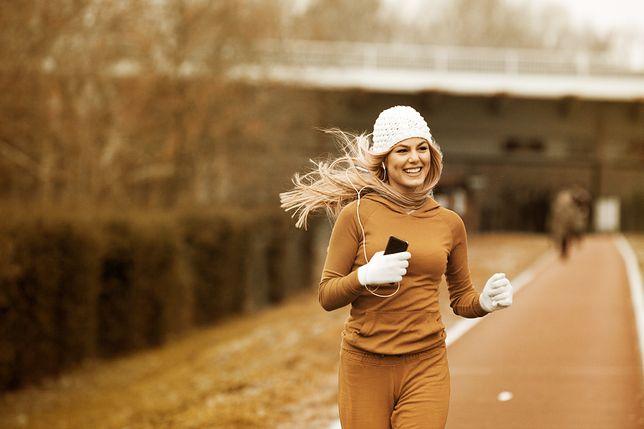 Złote zasady biegania jesienią. Sprawdź, jak się przygotować
