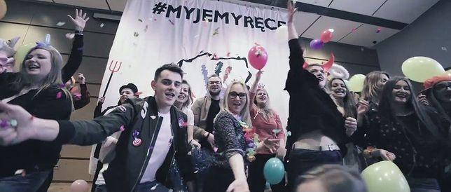 Justin Timberlake i studenci UKSW w akcji. Powstał świetny klip promujący higienę rąk [WIDEO]