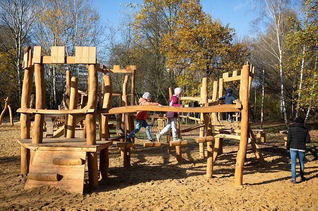 Warszawa. Dzięki projektom składanym przez warszawiaków w budżecie obywatelskim powstaje wiele pożytecznych miejsc, placyki zabaw i miejsca zieleni i rekreacji