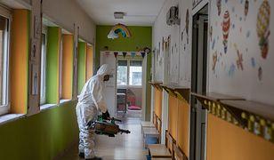 W Łodzi przebadano pracowników żłobków i przedszkoli. Wirusolog komentuje