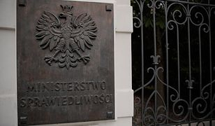 """Afera wokół  """"farmy trolii"""" w ministerstwie sprawiedliwości doprowadziła do dymisji Łukasza Piebiaka"""