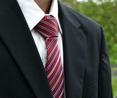 Krawatów nie wolno prasować żelazkiem