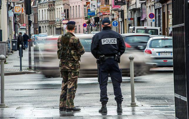 """Od czasu zamachów dodatkowe oddziały francuskiego wojska i policji chronią """"najbardziej wrażliwe miejsca"""" w kraju"""