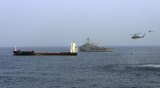 Komandosi odbili statek z Polakami z rąk piratów