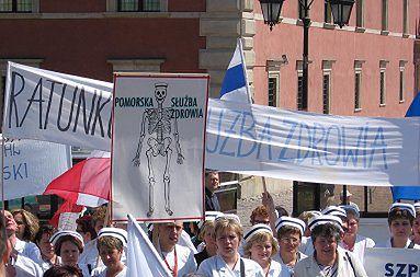 Pielęgniarki i lekarze wygwizdali premiera