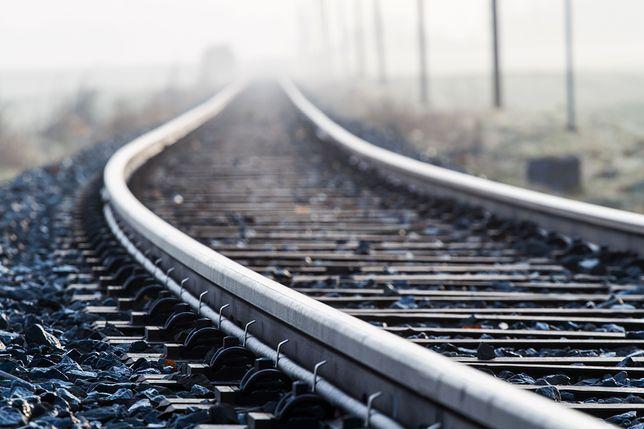 Do tragicznego wypadku doszło na niestrzeżonym przejeździe kolejowym