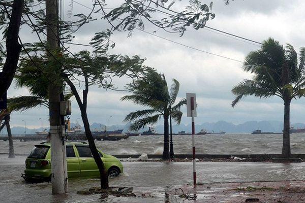 5 zabitych i 70 tys. ewakuowanych po powodziach w Wietnamie