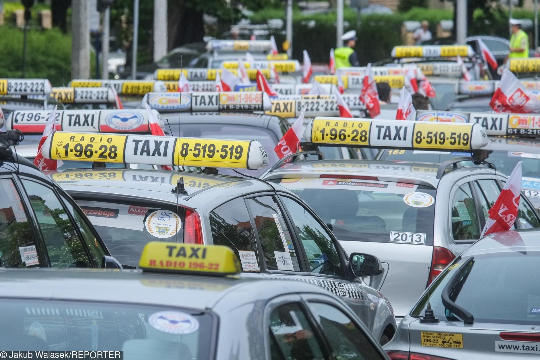 Takswkarze kontra aplikacje. Bitwa o klientw