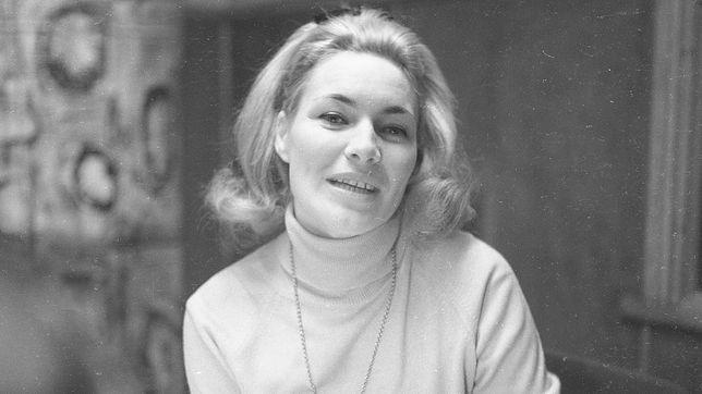 Irena Falska pamiętana jest jako dziennikarka telewizyjna z czasów PRL-u.