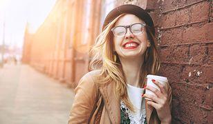 W rzuceniu kawy może pomóc zastąpienie jej liściastą herbatą
