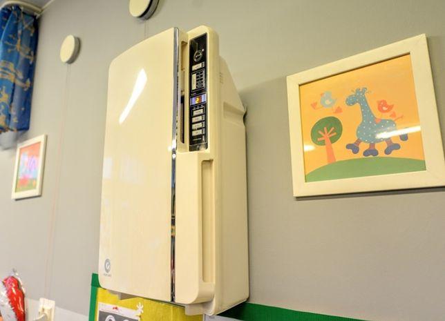 Oczyszczacz powietrza zamontowany w jednym z przedszkoli w Warszawie