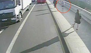 Wyszedł pobiegać. Wepchnął przypadkowo spotkaną kobietę pod autobus