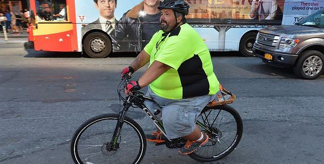Waży 250 kilogramów. Właśnie przemierza Amerykę na rowerze
