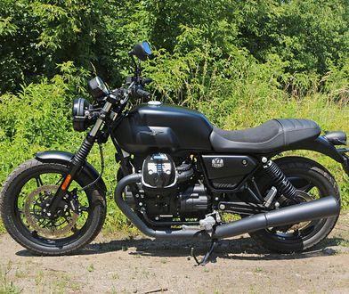 Moto Guzzi V7 Stone – prosto, czarno i klasycznie