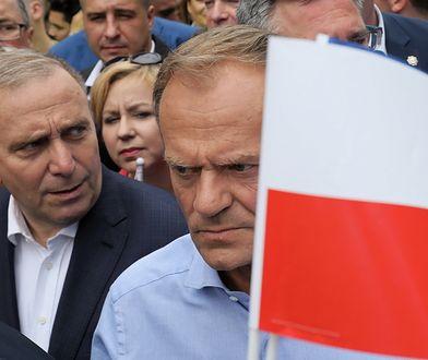 Grzegorz Schetyna (z lewej) i Donald Tusk ruszyli w bój z Jarosławem Kaczyńskim