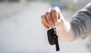 Brelok dla ostrożnego kierowcy. Postaw na bezpieczeństwo jazdy
