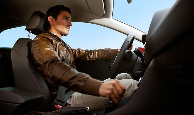 Jakie bodźce wpływają na zmianę naszego zachowania podczas jazdy?
