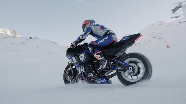 Yamaha R1 i Hugo Clere na śniegu.