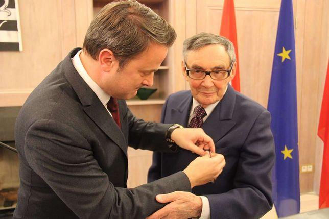 Ocalały z Auschwitz Marian Turski został odznaczony przez premiera Luksemburga Xaviera Bettela