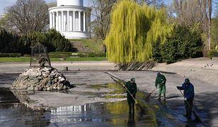 Stawy w Ogrodzie Saskim i Parku Ujazdowskim bez wody