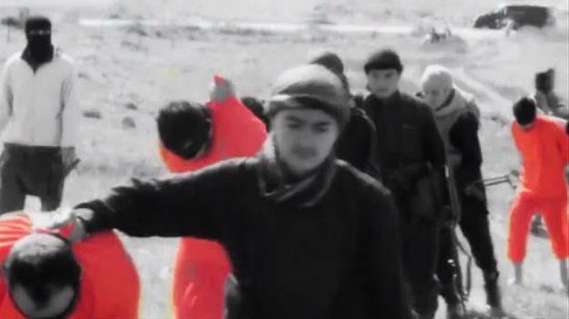 Państwo Islamskie publikuje okrutny film. Nastolatki obcinają głowy