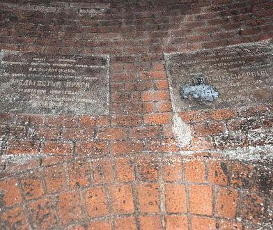 Odkrycie w warszawskich kanałach. Pamiątka sprzed 115 lat