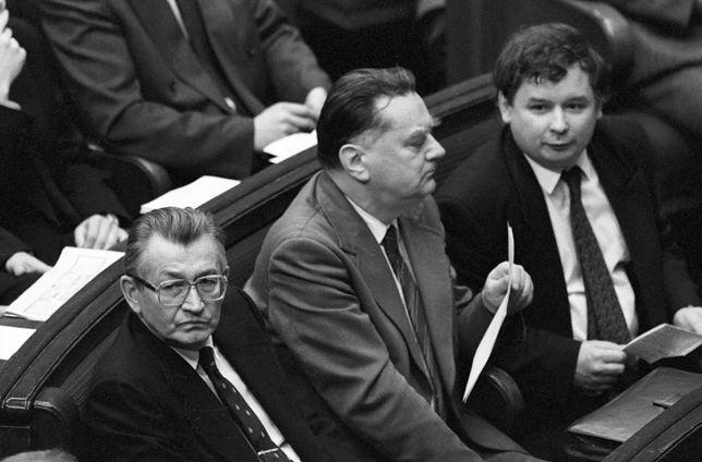 Jan Olszewski był dla Jarosława Kaczyńskiego politycznym wzorem. PiS wyniosło go na ołtarz