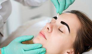 Jak zmyć hennę ze skóry? Jak pozbyć się jej nadmiaru z brwi i rzęs? Skorzystaj z naszych wskazówek