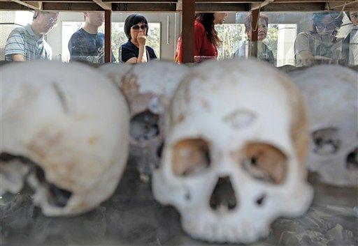 Czaszki z ekshumacji Pól Śmierci