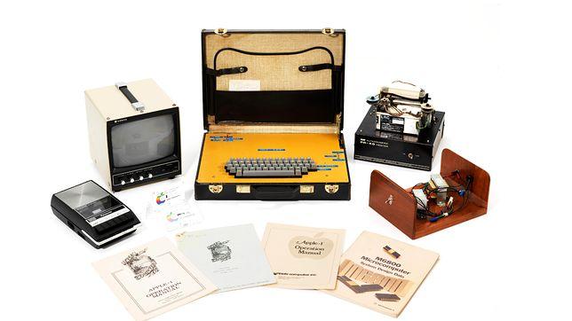 Jeden z pierwszych komputerów Apple'a. Sprzedali go za ogromne pieniądze
