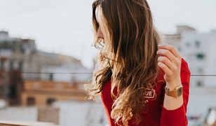 Jak dbać o włosy, aby były zdrowe i lśniące?
