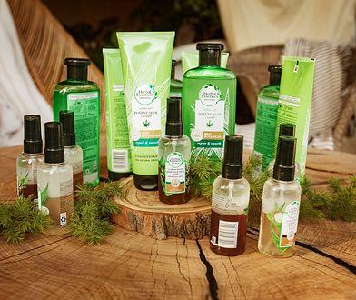 Linia produktów do włosów HERBAL ESSENCES BIO:RENEW POTENT ALOE z każdym myciem włosów uwalnia moc roślin