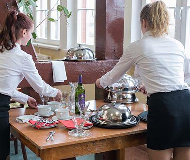 Kelnerka okradała pracodawców, wynosiła co się dało. Łącznie ukradła gotówkę i towary warte ponad 70 tys. zł (zdjęcie ilustracyjne)