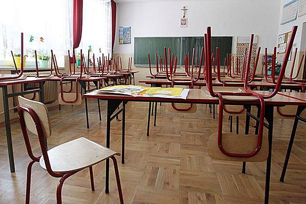 Z powodu bardzo niskich temperatur zajęcia w szkołach zostały odwołane.