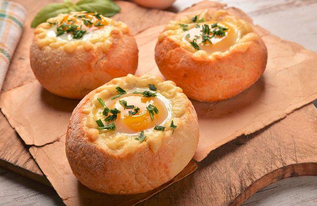 Zapiekane bułeczki to pyszny pomysł na pożywne śniadanie
