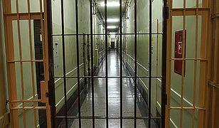 77-latek podejrzany o molestowanie 7-letniej dziewczynki powiesił się w areszcie