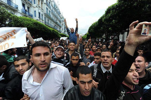 Tak wyglądały protesty w Algieri w 2011 r. Kraj znów znajdzie się na krawędzi?