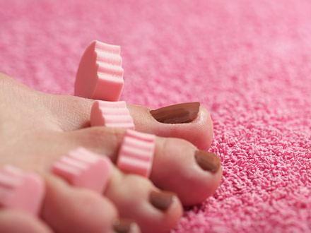 Pedicure krok po kroku – szykuj stopy na wakacje!