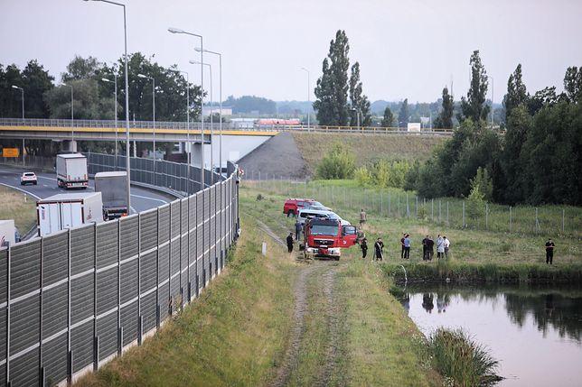 Caiło dziecka znaleziono przy trasie A2, w okolicach węzła Pruszków