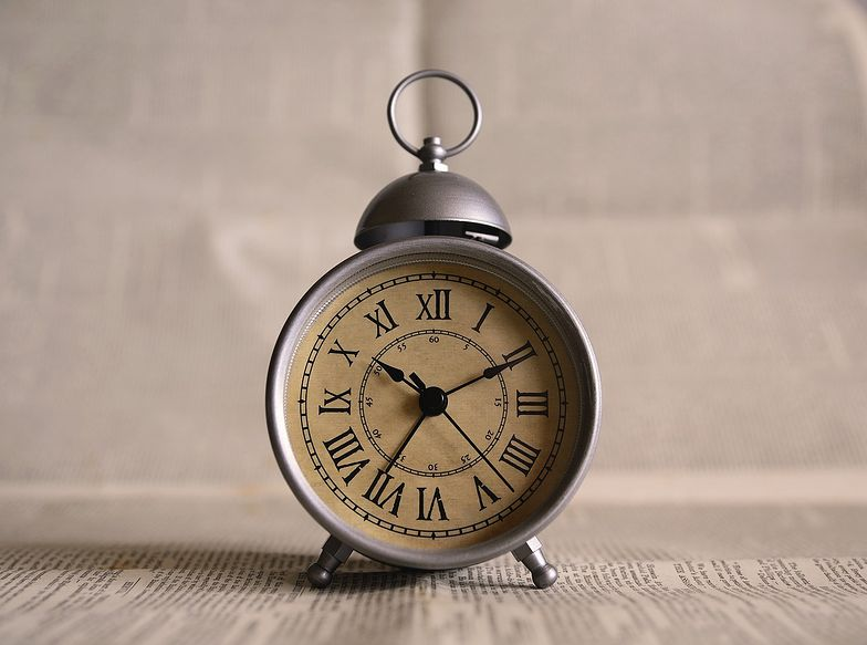 Zmiana czasu na zimowy 2020. W którą stronę przestawiamy zegarki?